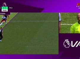 La première utilisation de la VAR en Premier League annule un but de City. Captura/ESPNBrasil