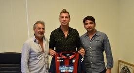 Maxi López fue presentado como nuevo jugador del Crotone. FCCrotone