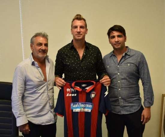 Maxi López a été présenté en tant que nouveau joueur de Crotone. FCCrotone