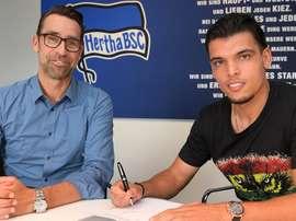 Karim Rekik firmó su contrato con el Hertha. HerthaBSC