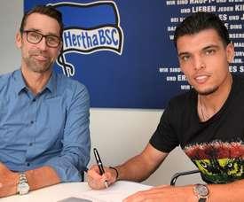 Karim Rekik a signé son contrat avec le Hertha. HerthaBSC