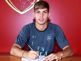 Emile Rowe firmó un nuevo contrato con el Arsenal. Arsenal