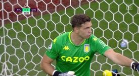 Emi Martínez debutó con penalti parado ante el Sheffield United. Captura/DAZN