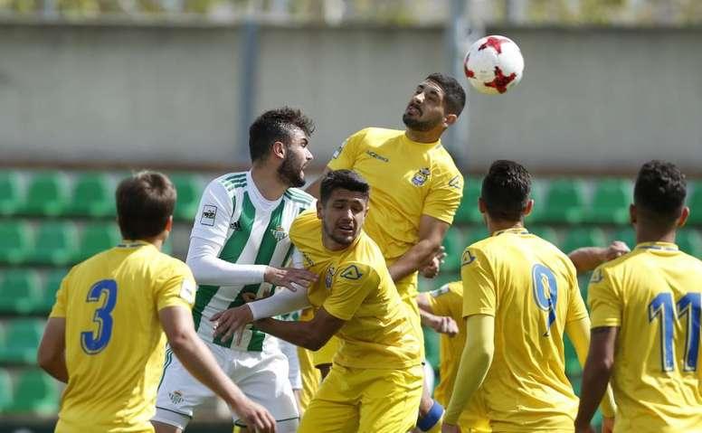 Reparto de puntos entre el Betis Deportivo y Las Palmas Atlético. RealBetisCantera