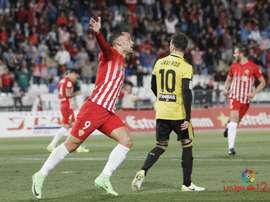 El Almería reacciona tras un mal inicio y salva un punto con uno menos. LaLiga