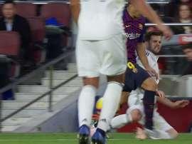 Luis Suarez a marché sur Nacho et aurait pu être sanctionné d'un rouge. Capture/beINSports