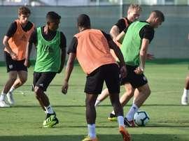 Elliot está entrenando con la primera plantilla del Fulham. Twitter/Fulham