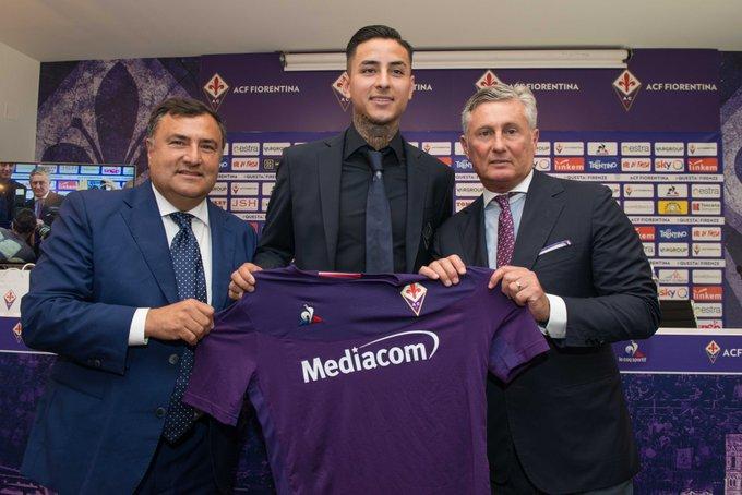 Erick Pulgar firma con la Fiorentina. ACFFiorentina