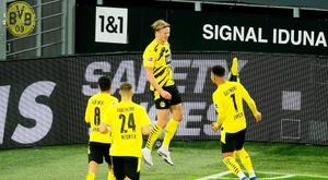 Haaland hizo el segundo del Borussia con una estética vaselina. EFE