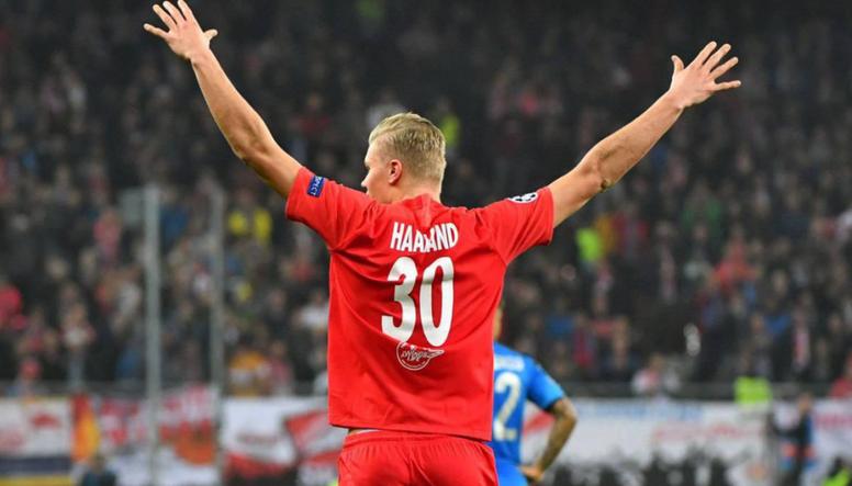 O norueguês estaria na lista de desejos do Bayern. AFP
