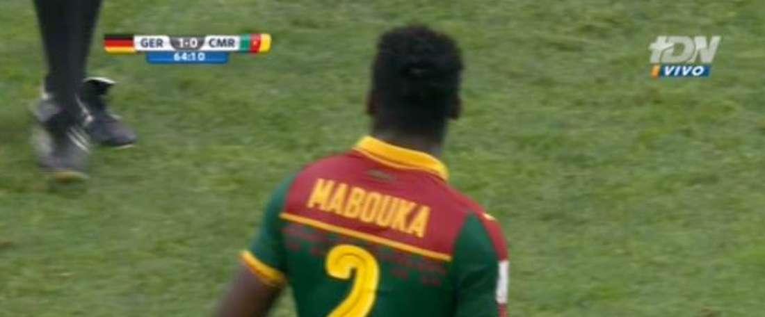 Ernest Mabouka vio la roja tras consultar Roldán dos veces el VAR y expulsar injustamente a Siani.