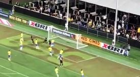 Militao midió mal en el gol de Perú.  Captura/Twitter/Goleada_info