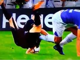 Paulinho dio el susto con una mala caída. Captura/Fox