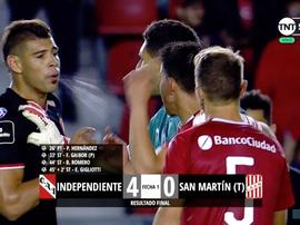 Feo gesto en el partido entre Independiente y San Martín. Twitter/TNTSportsLA