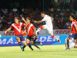 Esquivel chuta a puerta para anotar el gol del empate a uno en el partido de Toluca contra los Tiburones Rojos, en Veracruz, en el Apertura 2016. TolucaFC