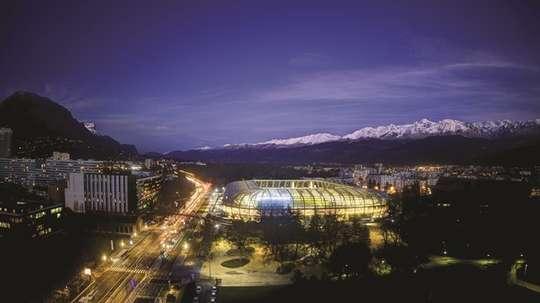 Los Alpes, al fondo, coronan al estadio de Grenoble. EFE