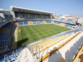 Cientos de personas apoyaron al jugador bajo el lema 'Todos somos Etienne'. CádizCF