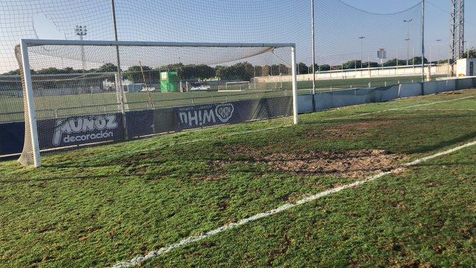 Quejas por el estado del césped en un estadio de la Liga Iberdrola. AitanaBonmati