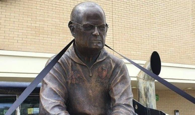 Una estatua de Bielsa de 75 kilos. RosarioPlus