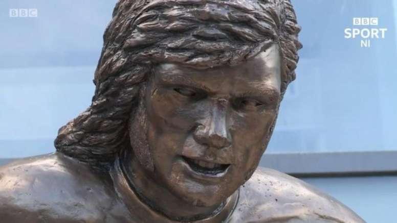 La horripilante estatua de George Best. BBC