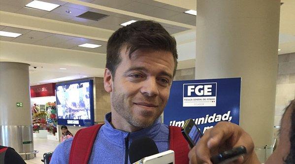 Esteban Solari, a su llegada al aeropuerto de Quito. Twitter