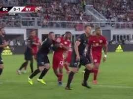 Rooney é expulso por agressão; veja o lance. Captura/MLS