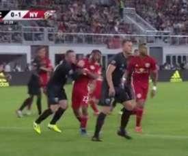 Rooney expulsé pour agression. Capture/MLS