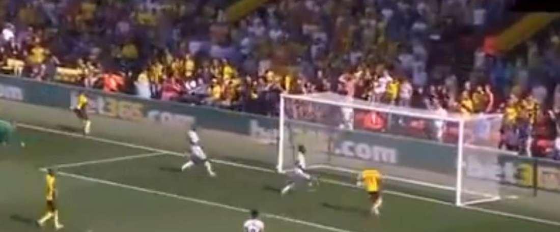 Terrible raté de Hughes face à West Ham. Capture/DAZN