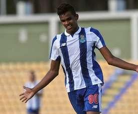 Galeno faz a estreia no campeonato português. Twitter
