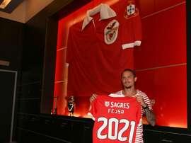 Fejsa renova até 2021 com o Benfica. Twitter/SLBenfica