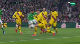 Jogadaça de Fekir, mão de Lenglet e gol de Canales. Captura/MovistarLaLiga