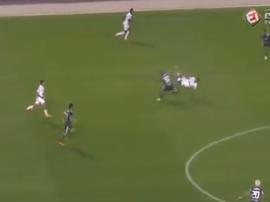 Rodrygo a littéralement volé dans les airs suite à un tacle de Felipe Melo. Capture/EsporteInterativ