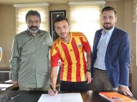 El brasileño firmó contrato con la entidad turca. KayserisporFK