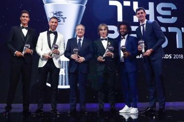Muchos fueron los jugadores del Madrid premiados durante la gala. Twitter/RealMadrid