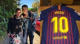 Messi tirou uma foto com um adepto que lhe dedicou uma mensagem no Instagram. Instagram/santialberio