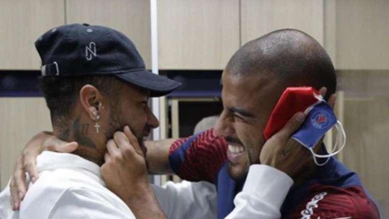 La alegría de Neymar al reencontrarse con Rafinha. Instragram/NeymarJR