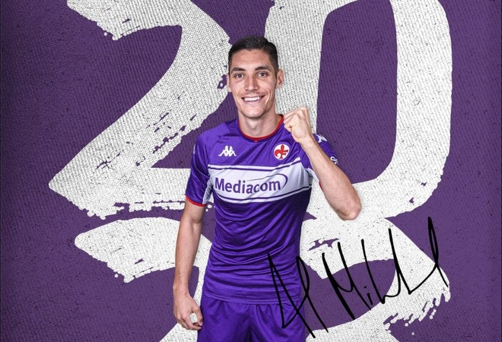 Nikola Milenkovic rempile avec la Fiorentina. Twitter/acffiorentina