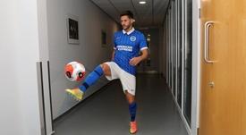 Adam Lallana se transferiu para o Brighton na última janela de transferências. Twitter/OfficialBHAFC