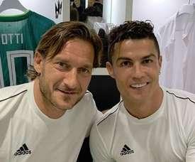 Deux légendes sur le terrain. Instagram/Totti