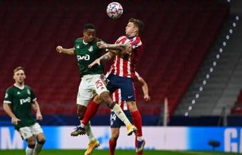 El guineano Kamano se vengó de los militares marcando dos goles. AFP