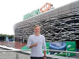 Fredrik Jensen signe à Augsbourg. Twitter/Augsburg