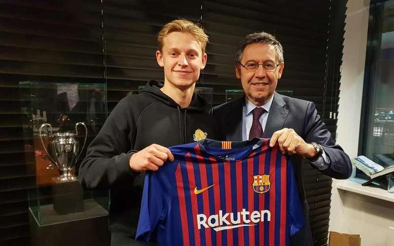 Ce sera De Jong sur les maillots du Barça. FCBarcelona