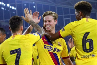Frenkie de Jong is exceeding all expectations. EFE