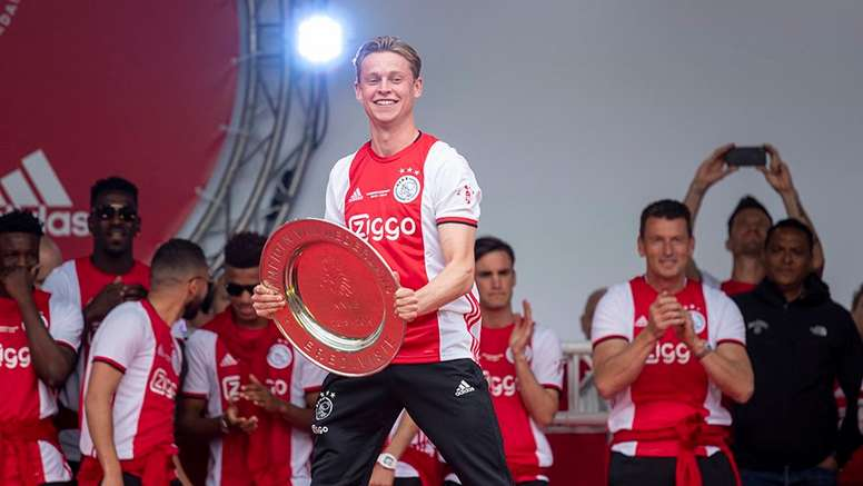 De Jong, triste por irse del Ajax, ansioso por llegar al Barcelona. Twitter/AFCAjax