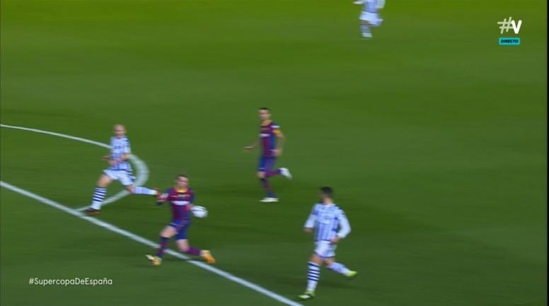 De Jong le regaló el gol a Oyarzabal. Captura/Vamos