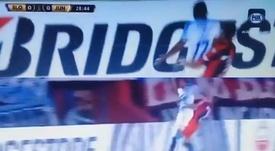 Fuentes vio la roja en el Pedro Bidegain por una agresión en el rostro de un rival. Captura/FOXSport