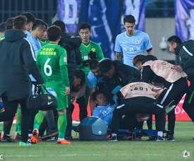 Gaitán perdeu os sentidos em jogo pelo Dalian Yifang. Twitter/Roy