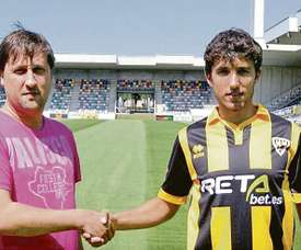 Galder Cerrajería, presentado como nuevo jugador del Barakaldo. BarakaldoCF