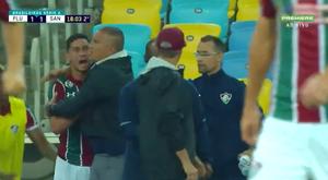 Ganso e Oswaldo de Oliveira discutem durante partida entre Fluminense e Santos. Captura/SporTV
