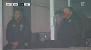 Gareth Bale eyeing up his laptop. Sceenshot/DAZN